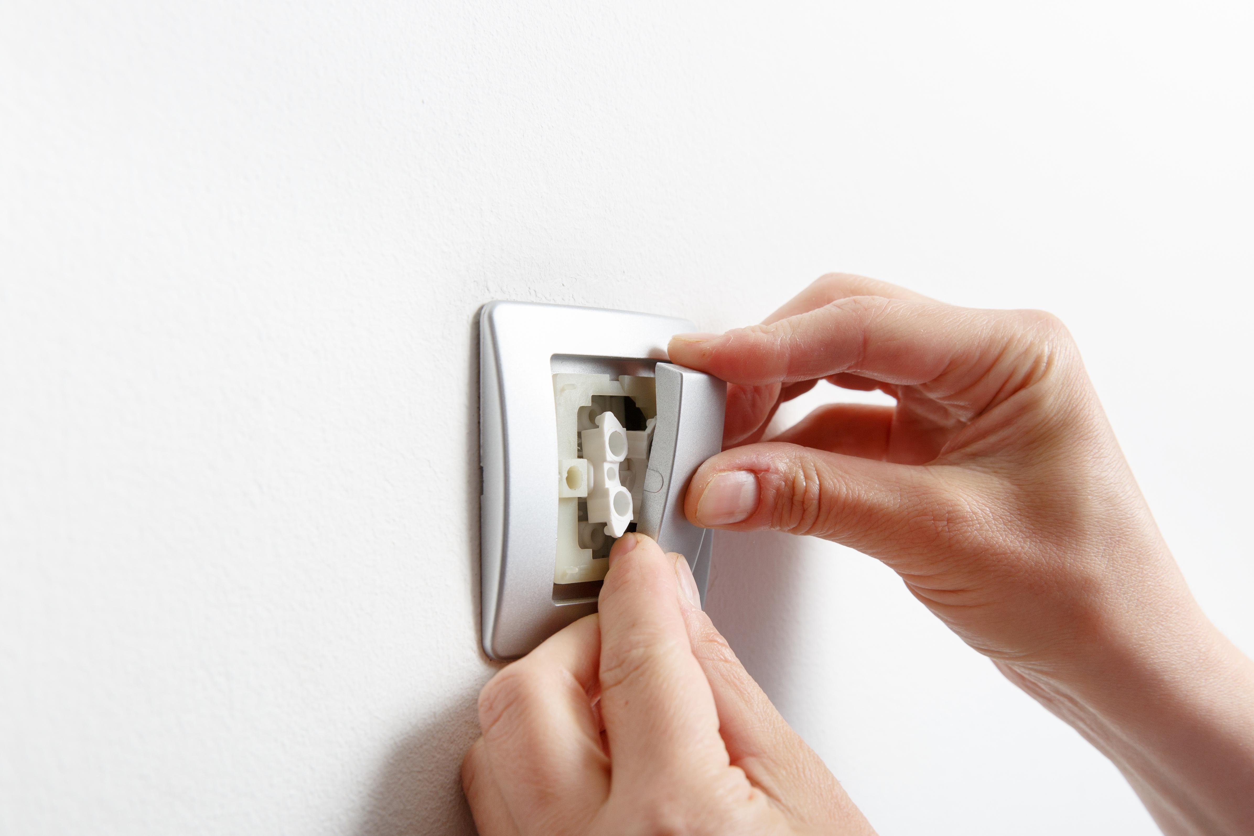 Замена, установка и ремонт выключателя